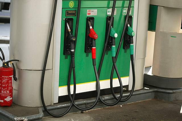 Morrisons cuts fuel prices to below £1 per litre